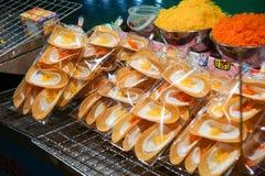 Crepe friável tailandês doce no mercado da noite Imagem de Stock Royalty Free