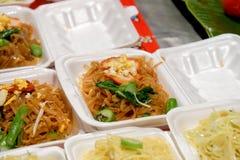Crepe friável tailandês doce no mercado da noite Fotografia de Stock