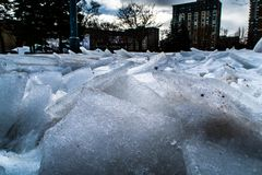 Crepe ghiacciate della neve di Montreal sotto il pedone fotografia stock libera da diritti