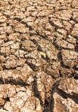 Crepe nella terra nelle zone rurali Fotografia Stock