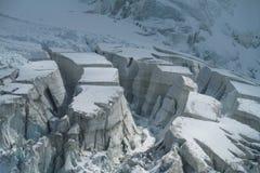 Crepe pittoresche del ghiacciaio della montagna della neve Fotografie Stock Libere da Diritti