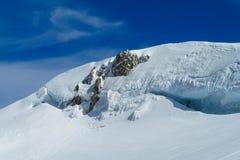 Crepe pittoresche del ghiacciaio della montagna della neve Fotografia Stock
