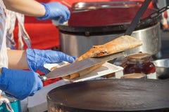 Creperie degli agricoltori - produrre i pancake Fotografie Stock Libere da Diritti