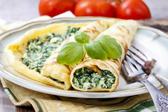 Crepes γεμισμένος με το τυρί και το σπανάκι στοκ φωτογραφία με δικαίωμα ελεύθερης χρήσης