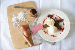 Crepes шоколада с мороженым Взгляд сверху Стоковое фото RF