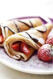 Crepes avec des fraises Photos libres de droits