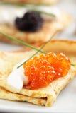 Crepes avec le caviar Photos stock