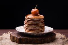 Crepes con el atasco chino de las manzanas imagen de archivo