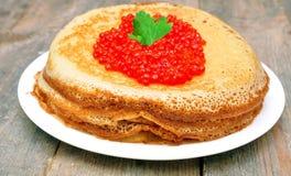 Crepes con el caviar rojo Imagen de archivo libre de regalías