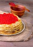 Crepes con el caviar rojo Foto de archivo libre de regalías