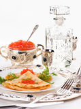 Crepes con el caviar y la vodka fotos de archivo libres de regalías