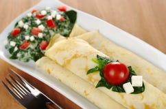 Crepes con espinaca, el tomate y el queso Imágenes de archivo libres de regalías