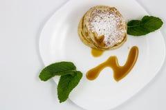 Crepes con las hojas de la miel y de menta Foto de archivo