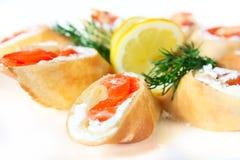 Crepes con queso salado de los salmones y de queso Feta Imágenes de archivo libres de regalías