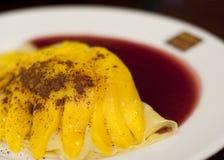 Crepes de Chantilly del mango imagen de archivo libre de regalías