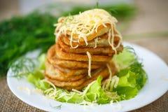 Crepes de patata fritas con queso Foto de archivo libre de regalías