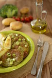 Crepes del bróculi con la cebolla, las patatas y el vestido Imagen de archivo
