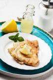 crepes del Inglés-estilo con el limón y el azúcar Fotos de archivo libres de regalías