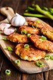 Crepes fritas del atún con la patata, la cebolla y el ajo Foto de archivo libre de regalías