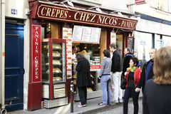 Crepes le restaurant i Paris de rue Images libres de droits