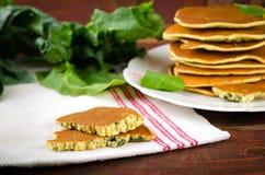 Crepes libres de la espinaca del gluten vegetariano Foto de archivo