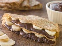 Crepes llenados de la avellana del plátano y del chocolate Foto de archivo