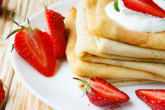 Free Crepes With Sour Cream And Fresh Strawberries Stock Photography - 32336762