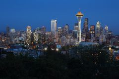 Crepúsculo da skyline de Seattle Fotografia de Stock