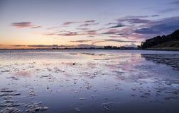 Crepuscolo ai banchi di sabbia in Dorset fotografia stock libera da diritti