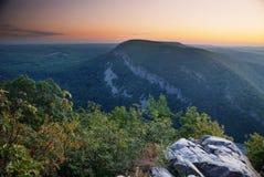 Crepuscolo al picco di montagna Fotografia Stock