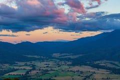 Crepuscolo in alpi australiane - valle di Kiewa, Victoria, Australia Fotografia Stock