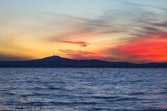 Crepuscolo nel lago Fotografie Stock