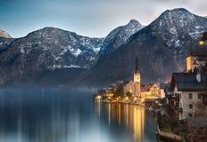 Crepuscolo nel lago Hallstatt, Salzkammergut, alpi austriache Fotografia Stock Libera da Diritti