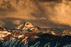 Crepuscolo nelle alpi delle Wallis Immagini Stock