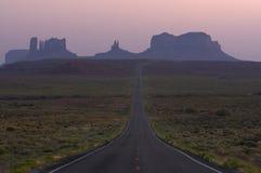 Crepuscolo sopra la valle Arizona del monumento Fotografia Stock