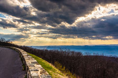 Crepuscular rays over the Appalachians, seen from Skyline Drive Royalty Free Stock Photos