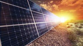 Cresca il pannello solare della costruzione che genera la fine di energia stock footage
