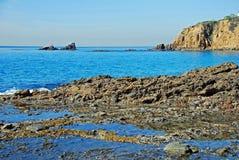 Crescent Bay och skyddsremsan vaggar, den norr Laguna Beach, Kalifornien Arkivbilder