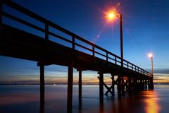 Free Crescent Beach Pier Dusk Stock Photos - 129333733