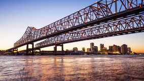 Crescent City Connection Bridge & New Orleans City Skyline at Ni Royalty Free Stock Photos