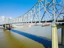 Crescent City Connection bro och i stadens centrum New Orleans Arkivbild