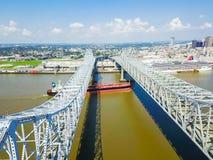 Crescent City Connection bro och i stadens centrum New Orleans Royaltyfri Foto