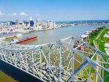 Crescent City Connection bro och i stadens centrum New Orleans Fotografering för Bildbyråer