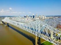 Crescent City Connection bro och i stadens centrum New Orleans Royaltyfria Foton