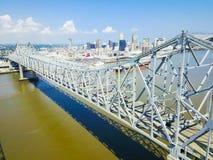Crescent City Connection bro och i stadens centrum New Orleans Arkivfoton