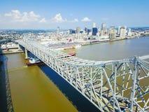 Crescent City Connection bro och i stadens centrum New Orleans Royaltyfri Fotografi