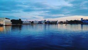 Crescent Lake Disney-` s am Promenaden-Gasthaus lizenzfreie stockbilder
