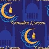 Crescente e lanterna para iluminar os muçulmanos santamente Fotografia de Stock Royalty Free
