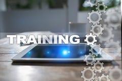 Crescimento do profissional do treinamento e do desenvolvimento Conceito do Internet e da educação imagem de stock