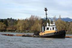 Crescimento do Tugboat & do registro Imagem de Stock Royalty Free